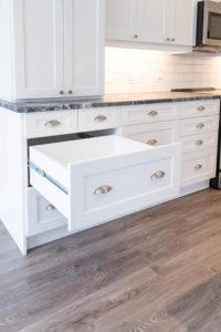 Mixing cabinet hardware styles between knobs and pulls